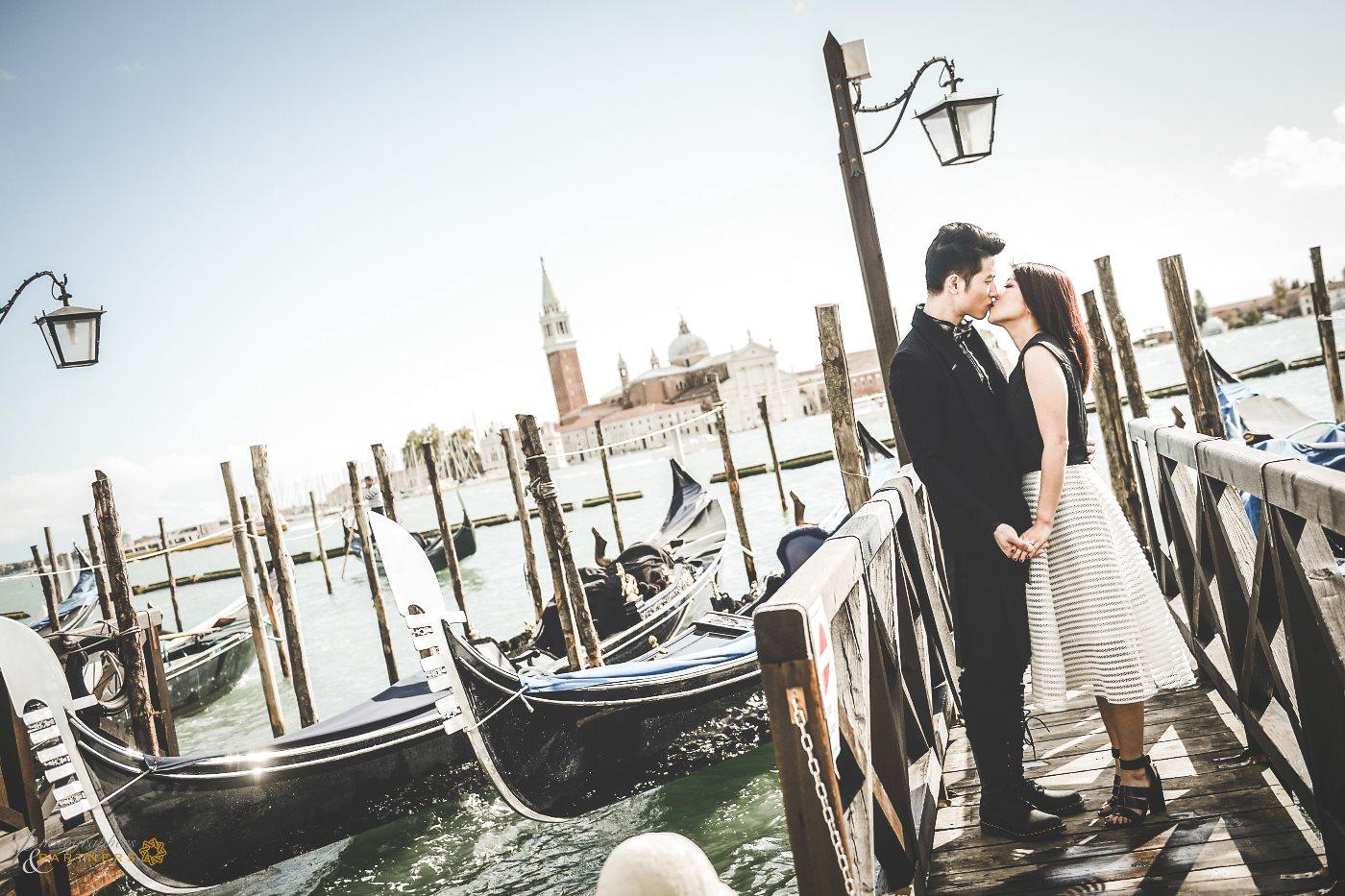 A romantic kiss in the beautiful Venice.