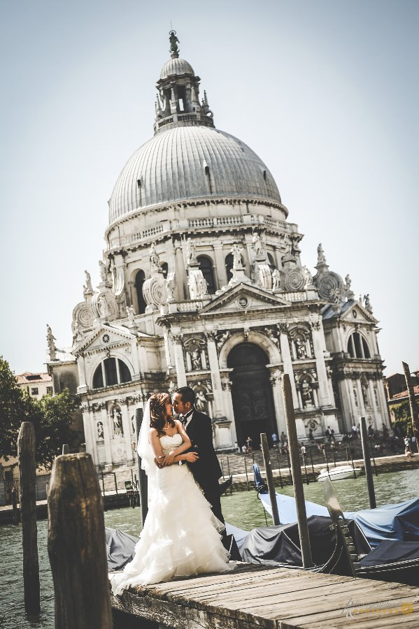 A photo with the Basilica of Santa Maria Della Salute as a background.