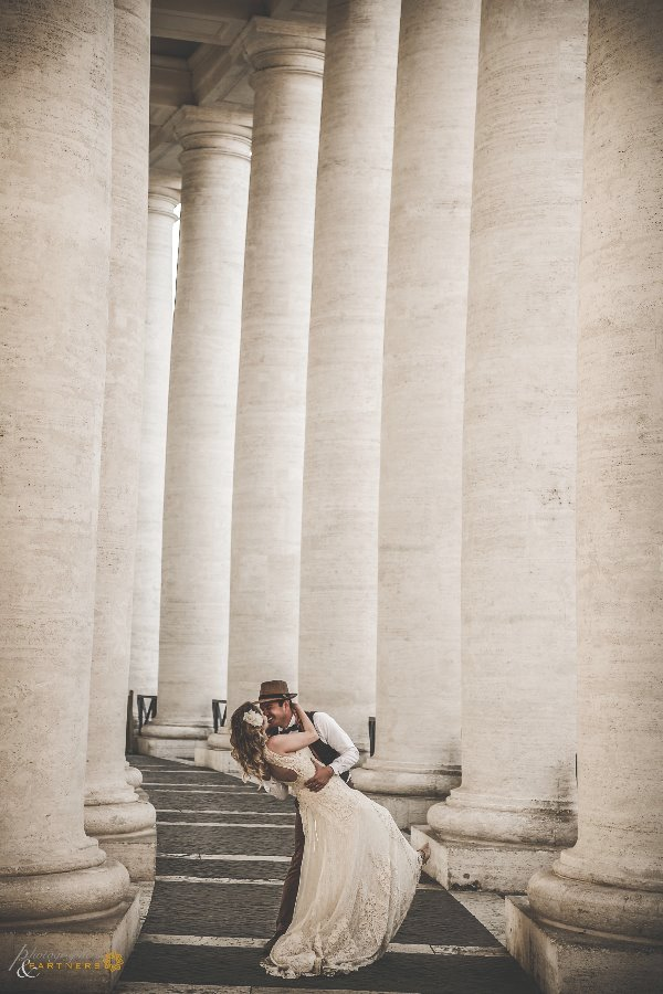 To the colonnade of Piazza San Pietro...
