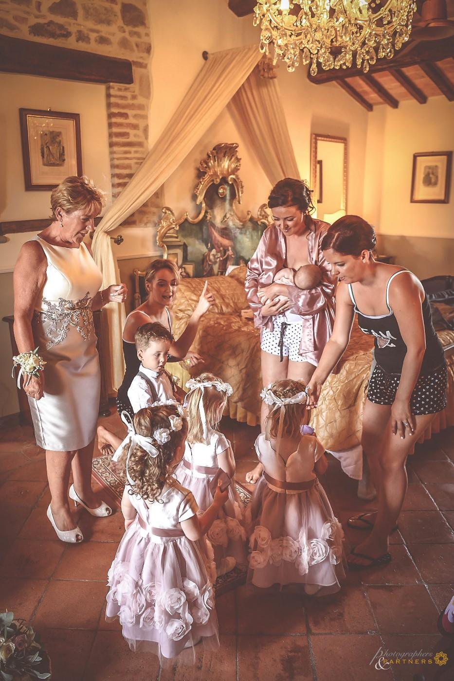 New generation bridesmaids at work 🌸