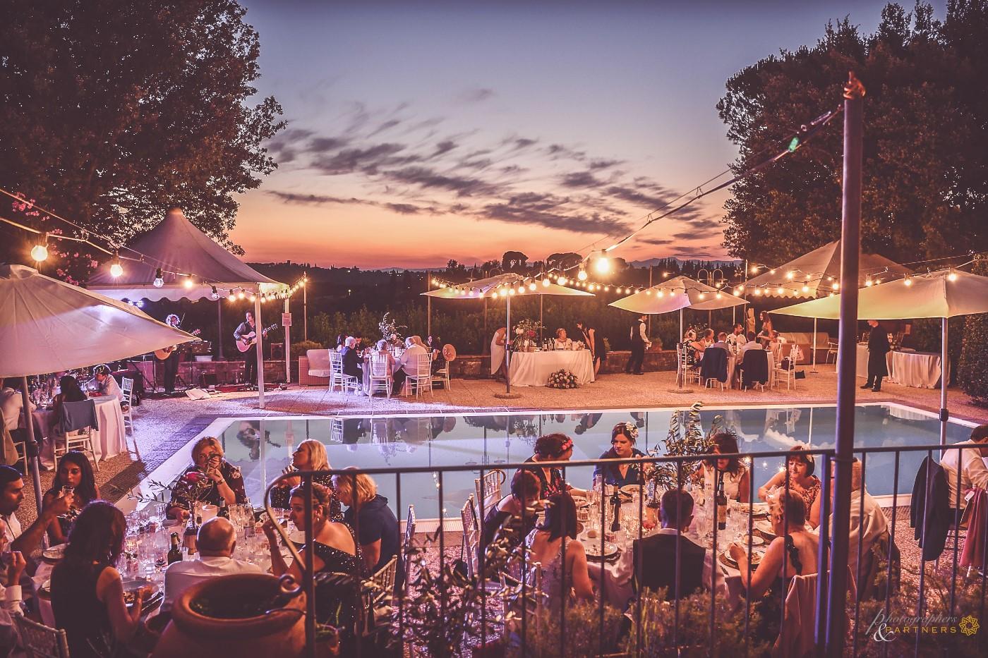 Romantic dinner around the pool.