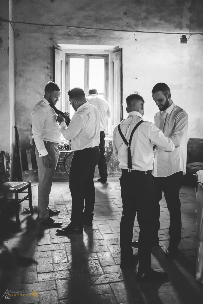 Groom and friends preparation 👞