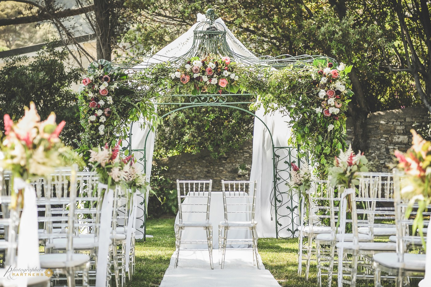 The decorations of the gazebo for the wedding.