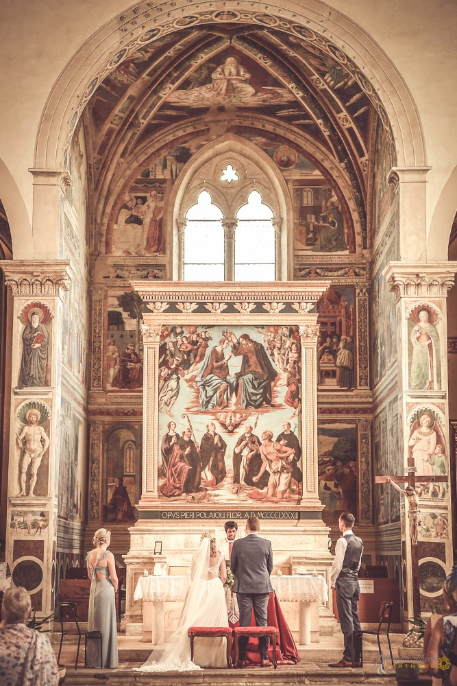 A panoramic picture of the beautiful altar.