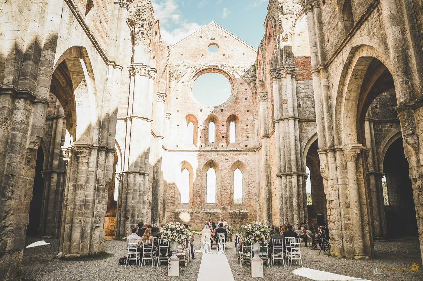 A nice overview of the San Galgano Abbey.