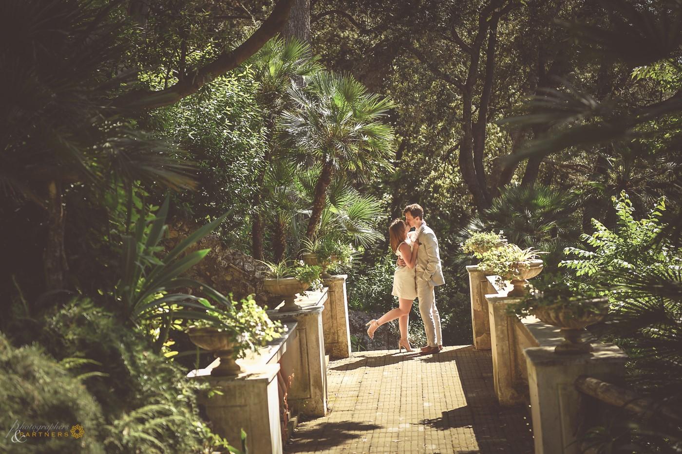 A romantic kiss in the garden of Villa Lysis.